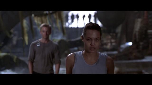Лара Крофт Расхитительница гробниц Lara Croft Tomb Raider 2001 Метание ножа