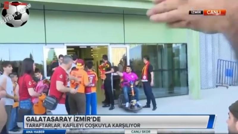 Galatasaray Şampiyonluk Maçı için İzmirde Taraftarlardan Muhteşem Karşılama 18 Mayıs 2018
