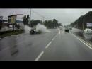 Белгородское быдло на внедорожнике окатил водой пешеходов на остановке.