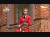 Милка видит записку и по всем нашим правилам Школы Леди бежит к ней первая  Анна