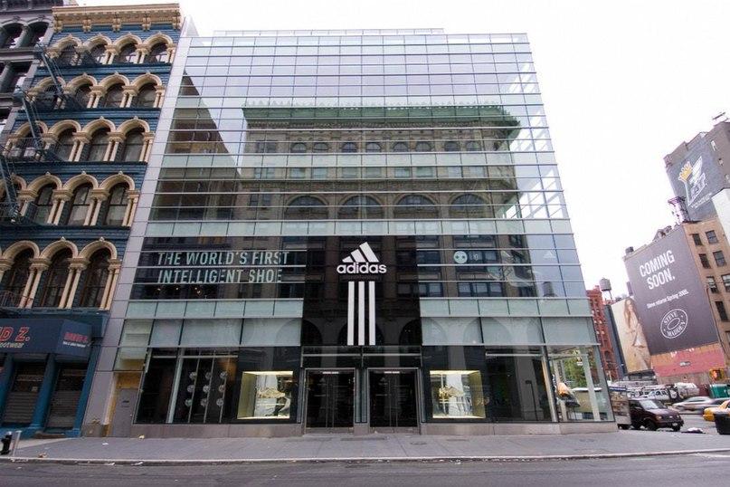 adidas продолжат закрывать оффлайн магазины  07d79c807535d