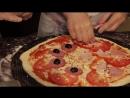 Приготовление пиццы, оказывается, процесс творческий! Мы сами решали, сколько положить сыра, соленых огурцов и бекона