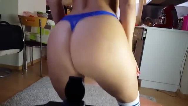 Зрелая красивая Мамка трясет толстой сексуальной попкой милф milf ass mature mom · coub, коуб