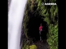 Прогулка по опасной тропе под водопадом