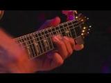 Карлос Сантана - один из немногих гитаристов, узнаваемых по игре с первых же звуков.