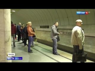 Россия 24 - Упавшего на пути человека спас очевидец происшествия - Россия 24