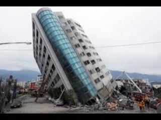 А ВАШ ДОМ НЕ РУХНЕТ? 1 сентября 2018 года я своими глазами увидел, что 5-этажка разваливается. Никто не реагирует. На видео я не