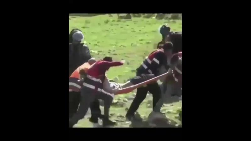 Israeli soldiers preventing medics from helping injured Palestinians 以色列兵阻止醫護人員救援受傷的巴勒斯坦人