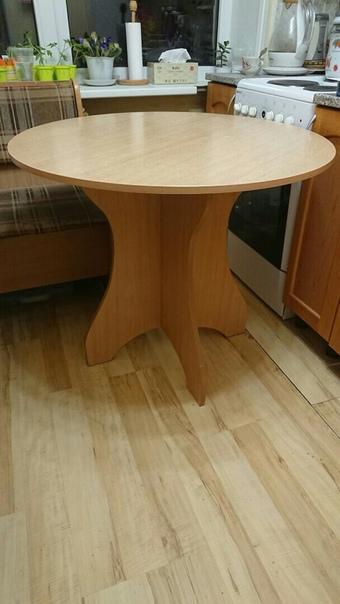 Продам стол, диаметр 85 см, высота 74