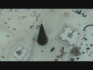 Полёт у Новогодней ёлки на дроне (Старый Оскол)