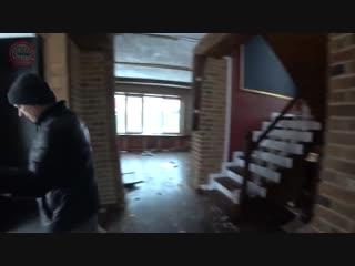Дом из кирпича рухнул