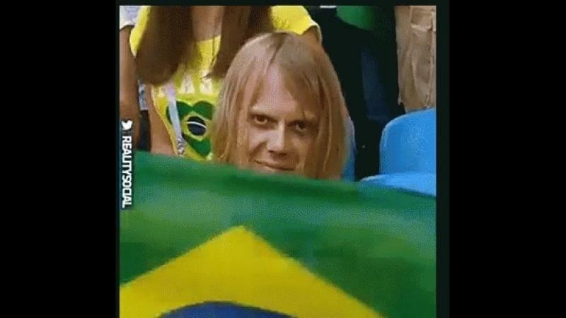 Mostra tua força Brasil E amarra o ódio na chuteira Que a raiva da torcida inteira Vai junto com você Brasil