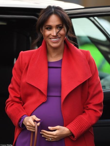 Принц Гарри и Меган Маркл приехали с визитом в Биркенхед Сегодня 37-летняя Меган Маркл и ее 34-летний супруг принц Гарри отправились с визитом в город Биркенхед. Свою поездку герцог и герцог и