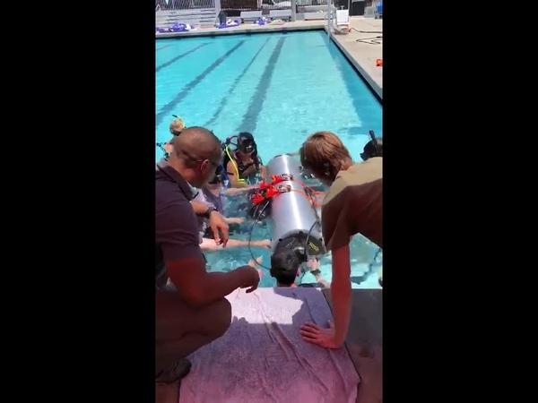 Илон Маск опубликовал видео испытаний субмарины для спасения детей в Таиланде (2)