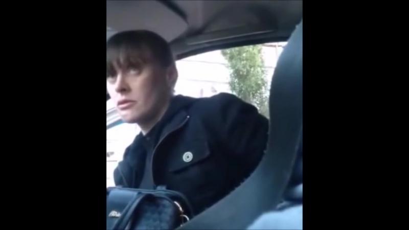 Анджелину Джоли засняли в такси