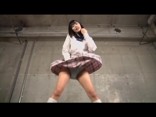 Японки в юбках и вентилятор