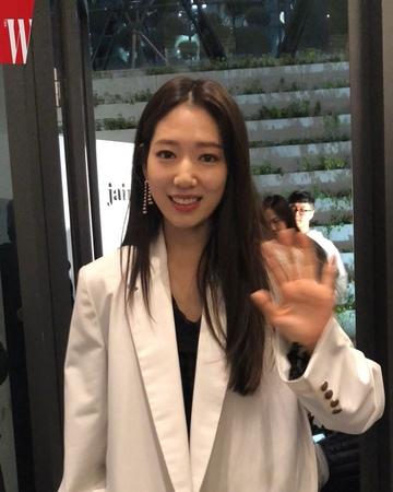 "W Korea on Instagram ""W⭐️ 서울 패션위크 둘째 날, 반짝이는 별들이 가득했던 제인송의 쇼51"