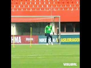 Alisson Becker, a real Brazil goalkeeper! 🤙🇧🇷