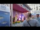 Рыбная неделя в Москве, музыкальный коллектив SHOO, парень классно танцует