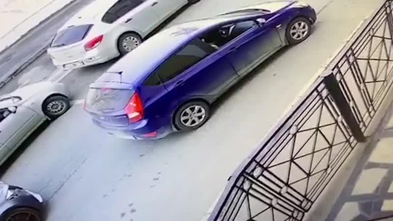 Экс-игрок «Ак Барса» Обухов избил девушку.  Все началось с того, что ее машина преградила проезд «Мерседесу» спортсмена. Теперь