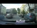 Мать оставила малолетнего ребенка в машине а он выбрался на дорогу 21 07 18 Это Ростов на Дону