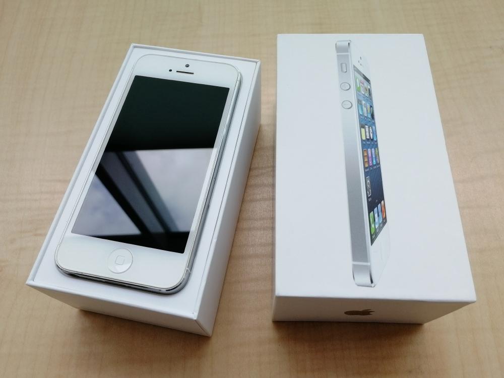Продам iPhone 5 16Гб Белый