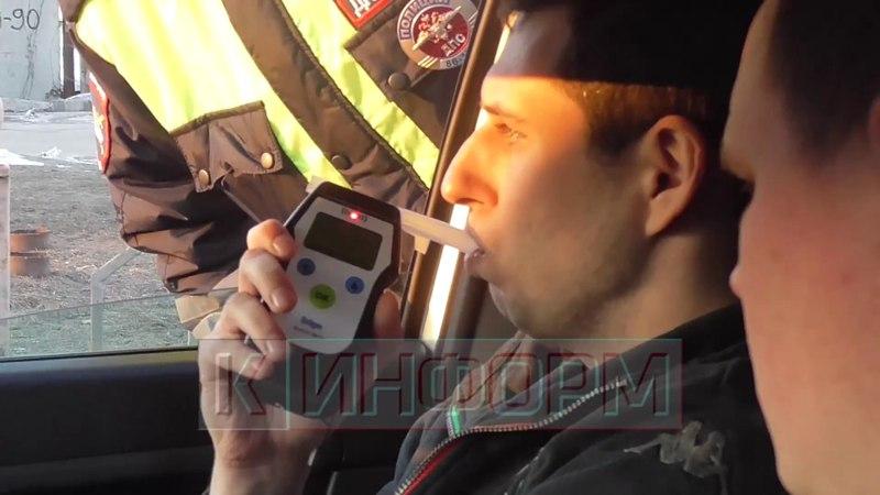 Инспекторы ДПС задержали заместителя прокурора Сургута.