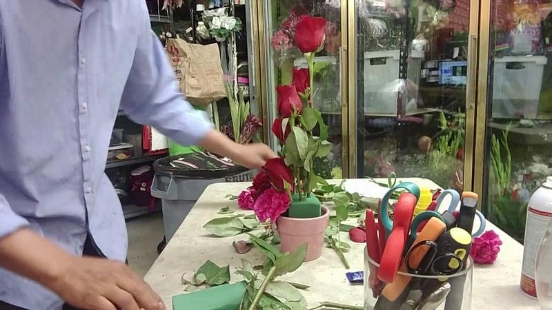Clase de floristería 16 Como hacer un arreglo nuevo y único.