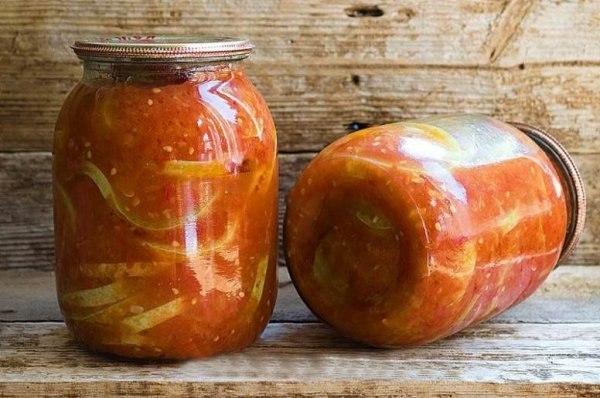 тещин язык из кабачков на зиму порций - 7-8 банок по 0,5 л. время приготовления - 60 минут. ингридиенты кабачки 3 кг морковь (крупная) 3 шт . чеснок 1 стакан масло подсолнечное 200 мл перец чили 2 шт . уксус 9% 80-100 мл сок томатный 500 мл; соль 2