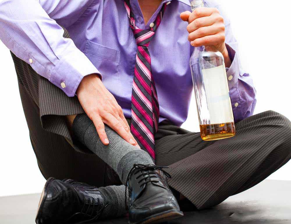 Чрезмерное употребление алкоголя сильно обезвоживает организм.