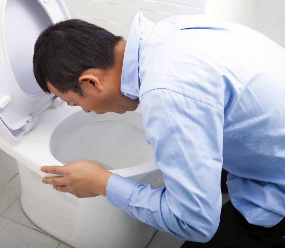Рвота часто возникает при отравлении алкоголем