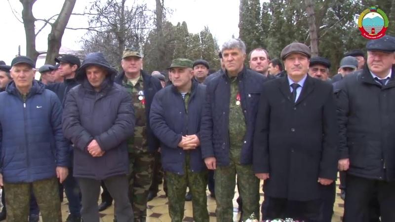 Делегация Буйнакского района возложила венки к мемориалу воинам-интернационалистам