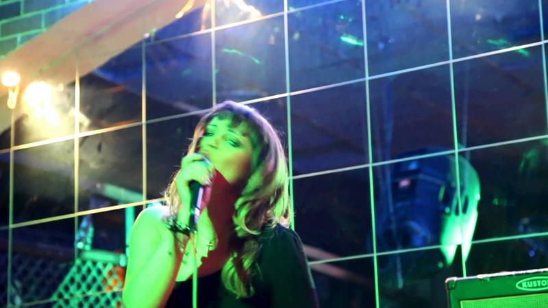 Певица Ольга Волконская {Горгона} с песней Я буду жить для тебя в клубе Байконур