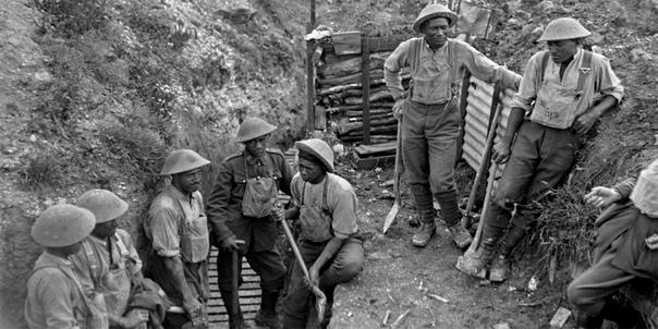 ХАКА НАД ПОЛЯМИ ВЕЛИКОЙ ВОЙНЫ Отважные воины-маори, конечно же, не могли пропустить огромную войну: великие духи предков не простили бы такого. Однако британцы от их порыва испытывали