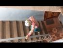 урок №1 как правильно спускаться в горнолыжных ботинках с лестницы урок усвоен
