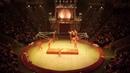 Королевский цирк Гии Эрадзе номер «Встречные качели»