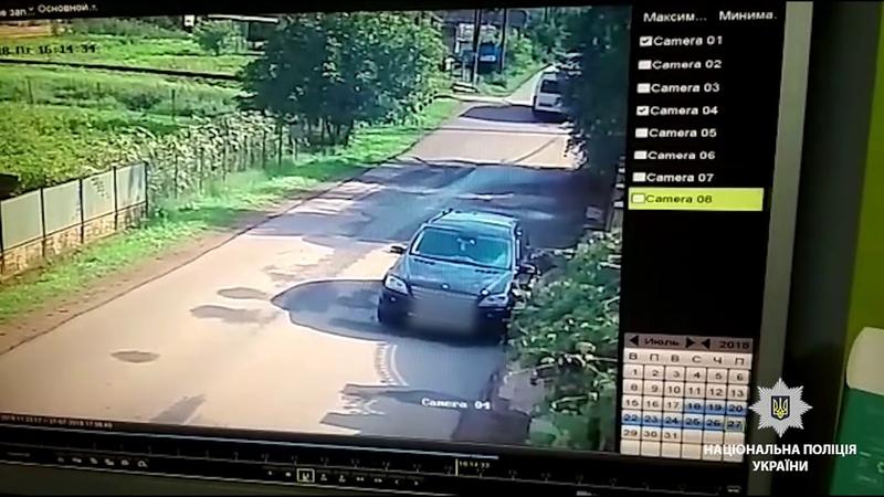 Поліція встановлює обставини зіткнення на Буковині пасажирського мікроавтобуса з потягом