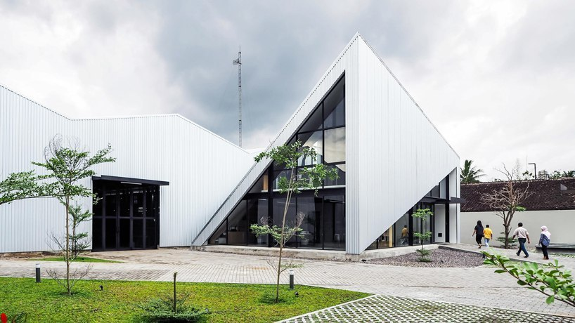 Studio Kota designs a steel office pavilion for an industrial facility in Indonesia