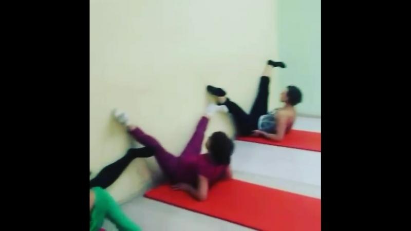Тянем ШПАГАТЫ в школе танцев Privilege