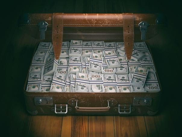 О дружбе Однажды мой товарищ Петя нашел на помойке полный чемодан денег и позвонил мне. - Александр сказал Петя и жарко подышал в телефонную трубку, веришь ли, я нашел на помойке целый чемодан