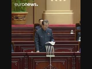 Le congrès nord-coréen adopte 1 loi rendant obligatoire le port du gilet jaune en soutien au prolétariat français