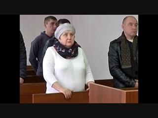 Бабушка челябинской школьницы, которая сбила полицейских, обматерила служителей закона