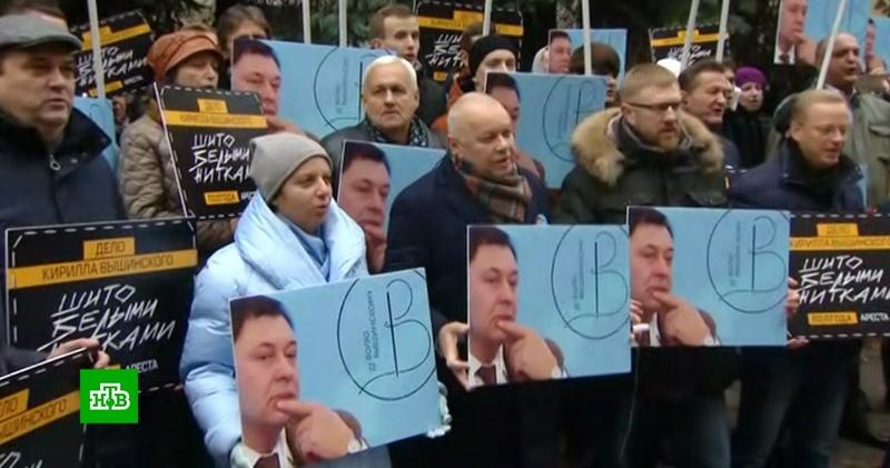 «Гнобят в тюрьме»: Киселёв и Симоньян потребовали освободить Вышинского