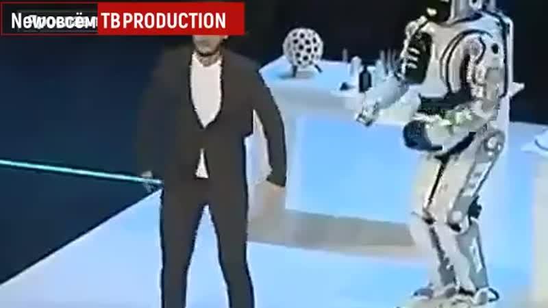 На молодежном форуме вместо робота показали ростовую куклу