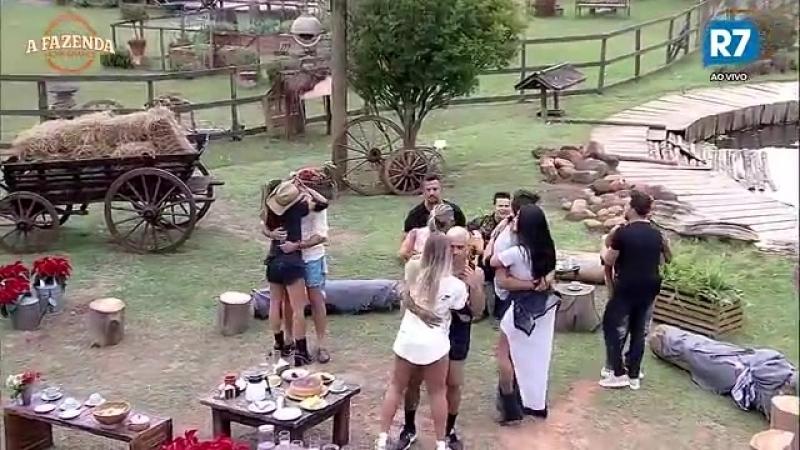 Em clima de romance peões dançam ao som de João Neto e Frederico