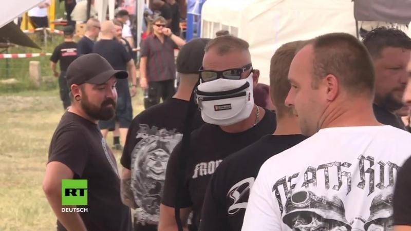 -HKNKRZ und Adolf- - Neonazis marschieren in Thüringen zu -Rechtsrock--Konzert auf