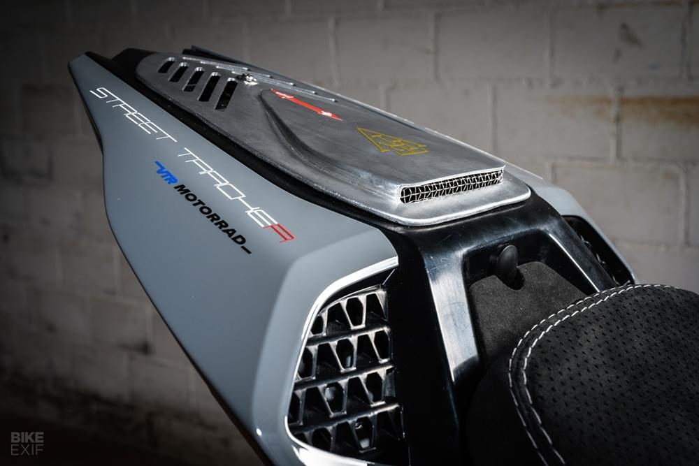 VTR Customs: кастомы BMW S1000XR STR10 и BMW S1000RR SSR10
