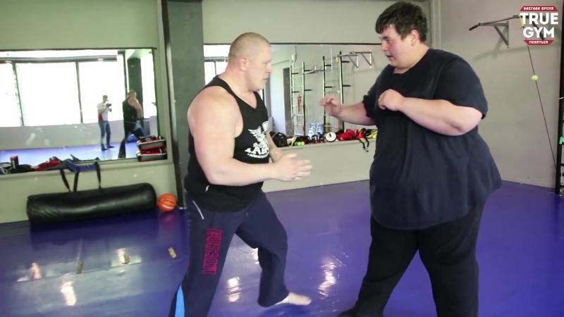 Боец MMA против толстяка 260 kg ⁄ Fatboy vs fighter MMA