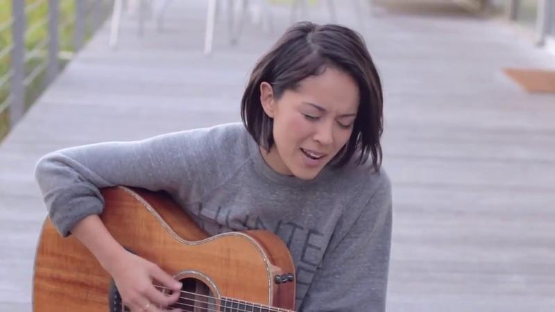 Девушка сделала шикарный кавер под гитару на рэп трек Coolio