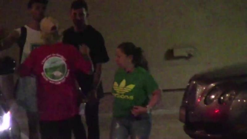 Джастин покидает театр Сабан в Беверли Хиллз Калифорния 25 июля